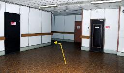 На 3-ем этаже пересекаете холл