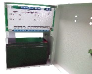 <b>ППКОП «Сигнал2/4-СИ» исп.04/06 (4ШС, КЦЦ, RS-485)</b><br/>Вид с открытой дверцей и аккумулятором
